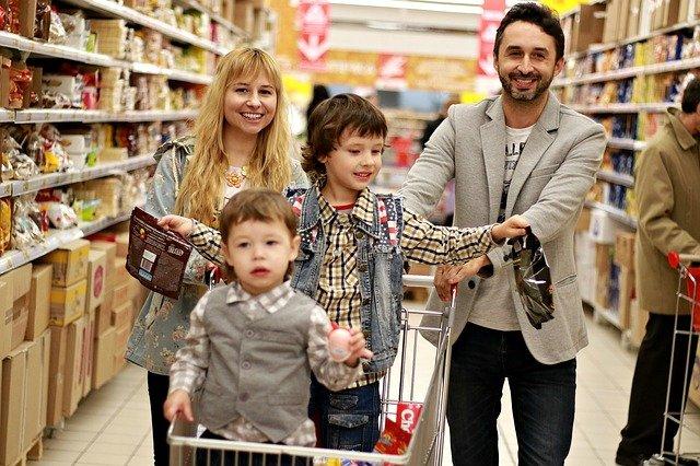 nakupující rodina.jpg