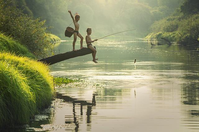 chlapci při rybaření.jpg