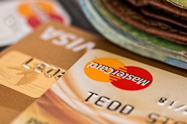 detailní záběr na kreditní karty