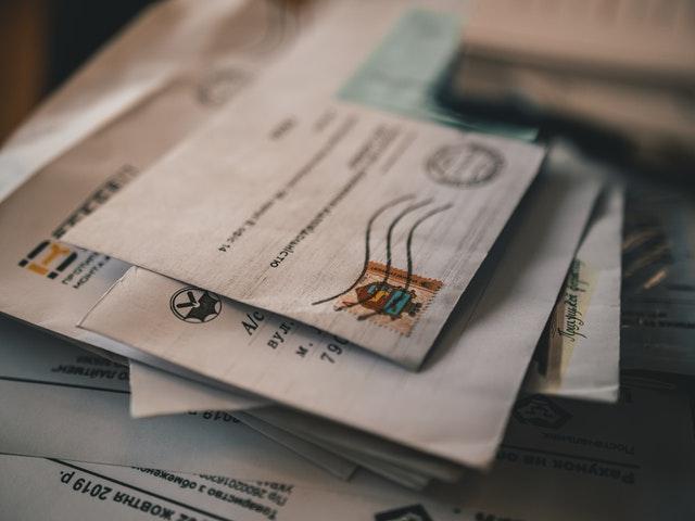 pošta na stole