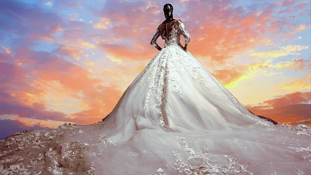 obrovské svatební šaty.jpg