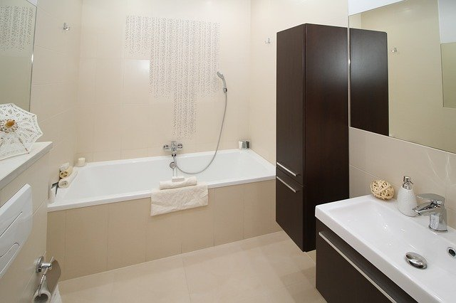 prakticky navržená koupelna