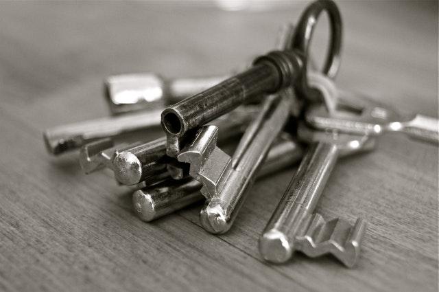 svazek ocelových klíčů