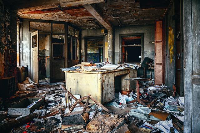 zdemolovaný byt